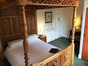 Picture of King-Size Four-Poster Room